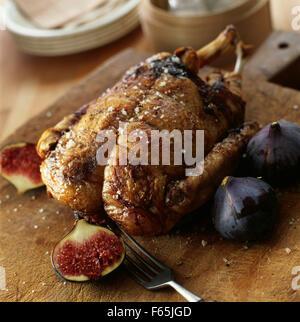 Petit canard farci aux figues et foie gras de canard Photo Stock