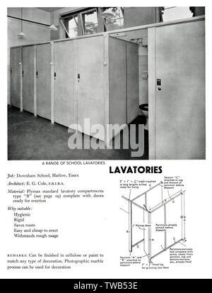 Les toilettes à l'école M. Downham, Harlow, Essex, construit à partir d'Plymax compartiments toilettes standard de type B. Date: 1936 Photo Stock