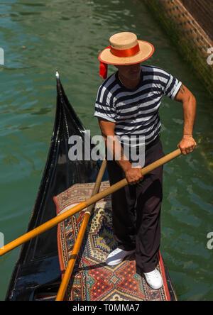 Portrait d'un italien gondolier, Vénétie, Venise, Italie Photo Stock