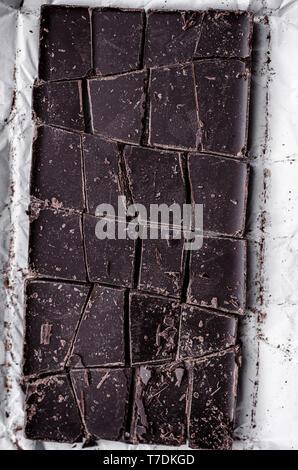 Barre de chocolat noir haché Photo Stock