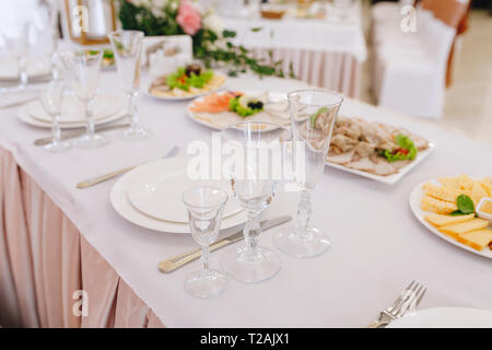 La nourriture et couvert au cours de mariage Photo Stock
