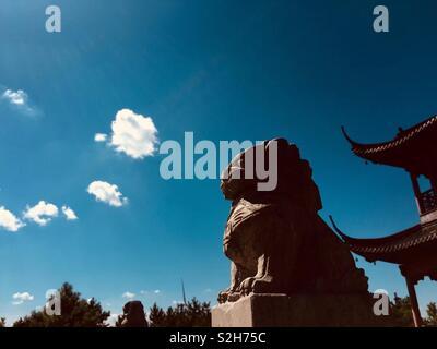 Ciel bleu à Ville Rudong. Chinese culture 💥 Photo Stock