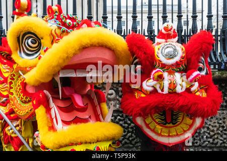 L'Angleterre, Londres, Chinatown, défilé du Nouvel An Chinois, Chinois de dragon et de Lion Photo Stock