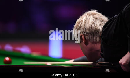 Alexandra Palace, Londres, Royaume-Uni. 19 Jan, 2019. Dafabet Masters Snooker, demi-finales ; Judd Trump contre Neil Robertson, Neil Robertson joue un shot : Action Crédit Plus Sport/Alamy Live News Photo Stock