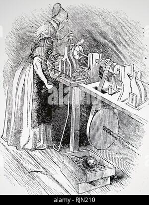 Illustration montrant une femme à l'aide d'un tour pour couper le fil sur les vis: Birmingham. 1844 Photo Stock