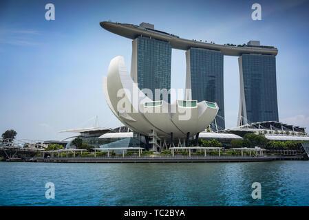 Marina Bay Sands Hotel et l'Art Science Museum de Singapour Photo Stock