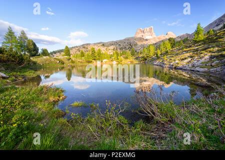 Heure d'or, à la réflexion, Lac de montagne, Lago Limides, Dolomites, Alpes, Italie, Europe Photo Stock