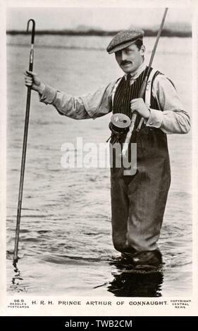 Son Altesse Royale le prince Arthur de Connaught (1883-1938) - Fly la pêche du saumon en Ecosse (Balmoral?)(. Date: 1910 Photo Stock