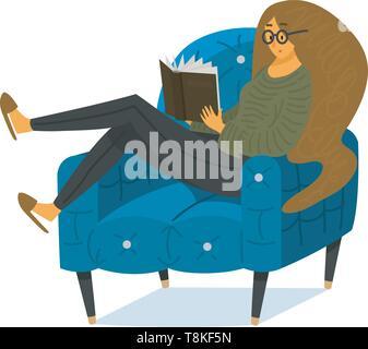 Un fan de livres une femme est assise sur le divan. Amoureux de littérature élégante avec des lunettes. Photo Stock