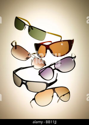 Une collection de lunettes de soleil Photo Stock