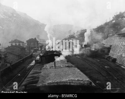 9 1917 100 A1 5 E WW1 Transport de troupes dans la guerre 1914 Pontafel Premier mot allemand et autrichien 1918 Photo Stock