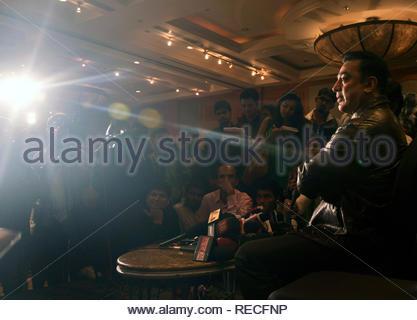 Bollywood acteur Kamal Hassan parle au cours de la conférence de presse pour présenter la première de film à venir en Vishwaroopam Videocon d2h sur PPV (Pay Per View) à Mumbai, Inde, 04 janvier 2013. Le film, sera diffusé le 10 janvier et sera chargé à rs 1000 par vue en langue tamoule et RS 500 pour le télougou et hindi. Deven (cont) Photo Stock