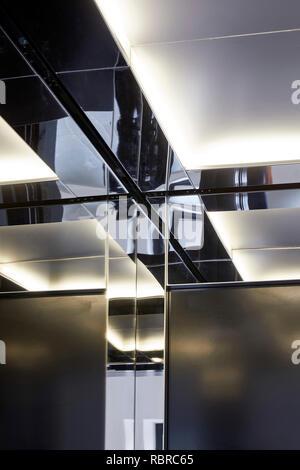 Détail miroir et éclairage indirect. 8 Bloomsbury, Londres, Royaume-Uni. Architecte: Buckley Gray Yeoman, 2017. Photo Stock