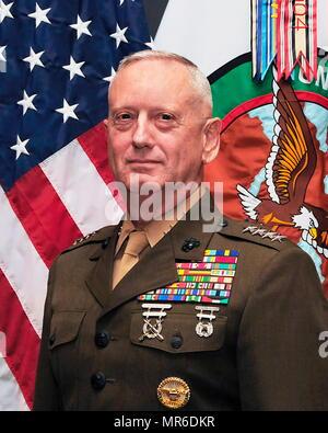 James Norman 'jim' Mattis (né le 8 septembre 1950) est un ancien général du Corps des Marines des États-Unis qui est le 26e et actuel secrétaire à la défense des États-Unis, qui servent dans le Cabinet de Donald Trump Photo Stock