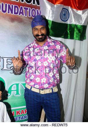 Acteur de télévision Gurcharan Singh lors d'une cause d'organzie le déjeuner pour les enfants orphelins à l'occasion de l'Independence Day à Mumbai, Inde, le 15 août 2013. Utsava (Devdutta) Photo Stock