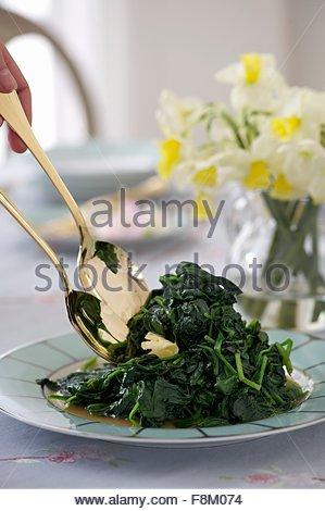 Les épinards au beurre pour Pâques Photo Stock