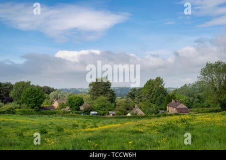 Vue sur le village de Cotswold Adlestrop au printemps. Adlestrop. Cotswolds, Gloucestershire, Angleterre Photo Stock