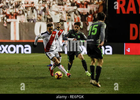Madrid, Espagne. 20 Jan, 2019. La Liga football, Rayo Vallecano contre Real Sociedad ; Oscar Trejo (Rayo Vallecano) prend sur ses défenseurs : Action Crédit Plus Sport/Alamy Live News Photo Stock