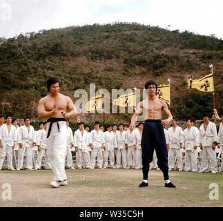Entrez le DRAGON 1973 Warner Bros film avec Bruce Lee à droite et Bolo Yeung Photo Stock