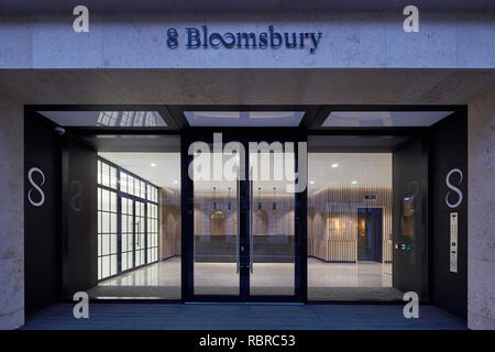 Entrée principale de la réception. 8 Bloomsbury, Londres, Royaume-Uni. Architecte: Buckley Gray Yeoman, 2017. Photo Stock