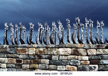 La décoration sculptée des cornes de bovins, Manakaralahy tombeau mahafaly, Madagascar Photo Stock