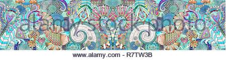 Les poissons et les fleurs en motif symétrique complexe Photo Stock