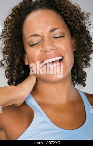 African woman rubbing cou endolori Photo Stock