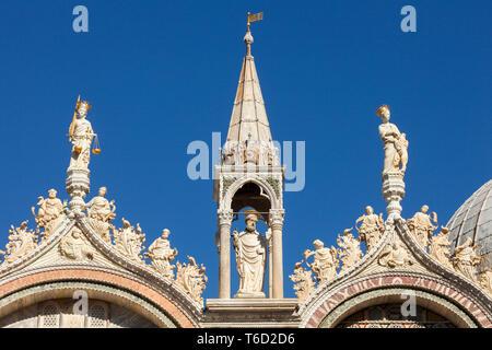Ornate détails sur la Basilique de San Marco, Venice, Veneto, Italie. Photo Stock
