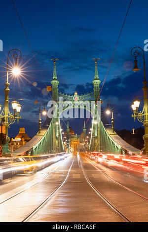 Szabadsag Bridge at Dusk, Budapest, Hongrie Photo Stock