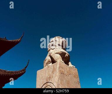 Au lieu Rudong. Le lion gardien du temple chinois de 💚 Photo Stock