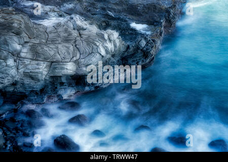Rock formation et rivage à Kapalua, Hawaii Photo Stock