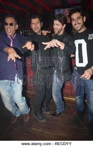 Singer Remo Fernandes, acteur Vikram, Neil Nitin Mukesh et Vinay Virmani durant la musique Lancement du film à venir David à Mumbai, Inde, le 14 janvier 2013. (Dr Naik/ IMAGES SOLARIS) Photo Stock