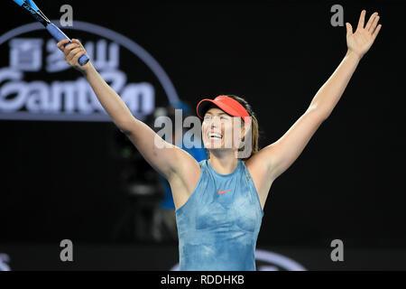 Melbourne, Australie. 18 janvier 2019: 30ème Maria Sharapova de la Russie célèbre remportant le troisième match contre 3e Caroline Wozniacki de semences du Danemark au jour 5 de l'Australian Open 2019 Tournoi de tennis du Grand Chelem à Melbourne, Australie. Sharapova a gagné 64 46 63. Bas Sydney/Cal Sport Media Credit: Cal Sport Media/Alamy Live News Photo Stock
