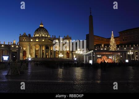 Église Saint Pierre au crépuscule. Cité du Vatican à Rome Photo Stock