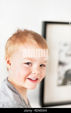 Portrait of smiling boy Photo Stock