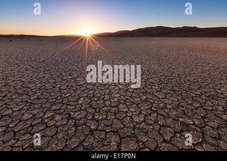 La boue fissuré.Sossusvlei.La Namibie Photo Stock
