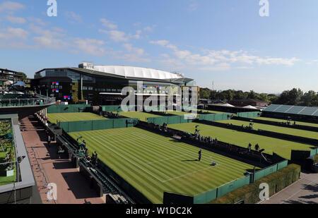 Wimbledon, Londres, Royaume-Uni. 2 juillet 2019. Centre Court, en dehors des tribunaux, le tournoi de Wimbledon 2019, 2019 Allstar Crédit: photo library/Alamy Live News Photo Stock