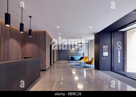 Réception avec ascenseur hall et le salon. 8 Bloomsbury, Londres, Royaume-Uni. Architecte: Buckley Gray Yeoman, 2017. Photo Stock