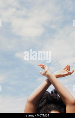 African American woman aux nuages Photo Stock