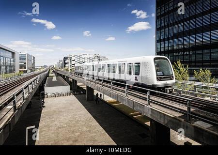 L'architecture moderne et métro, quartier Ørestad, Amager, Copenhague, Danemark Photo Stock