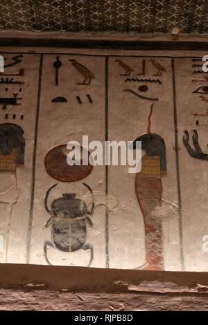 Tombe de Ramsès III, Pharaon de la xxe dynastie en Egypte Ancienne. Il régna de 1186 à 1155 av. J.-C. et est considéré comme le dernier monarque du nouveau royaume d'exercer aucune autorité sur l'Égypte. Tombe KV11 est situé dans la vallée principale de la Vallée des Rois. Le tombeau a été ouvert depuis l'antiquité, et a été connu comme le tombeau de Bruce (du nom de James Bruce qui est entré dans le tombeau en 1768) et le tombeau de Harper (en raison de deux peintures de harpers aveugle dans la tombe). Photo Stock