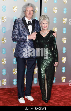 Londres, Royaume-Uni. 10 fév, 2019. Londres, Royaume-Uni. 10 février 2019 : Brian May & Anita Dobson arrivant pour le BAFTA Film Awards 2019 au Royal Albert Hall, Londres. Photo : Steve Sav/Featureflash Crédit : Paul Smith/Alamy Live News Photo Stock