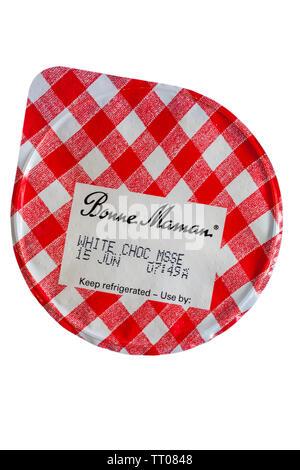 Bonne Maman Mousse au chocolat blanc avec du lait entier, isolé sur fond blanc Photo Stock