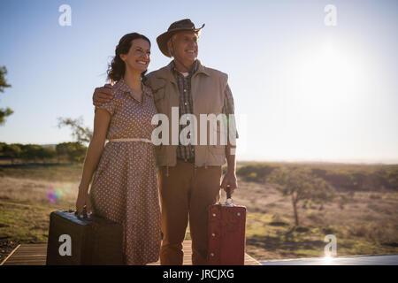 Couple sur planche en bois Photo Stock