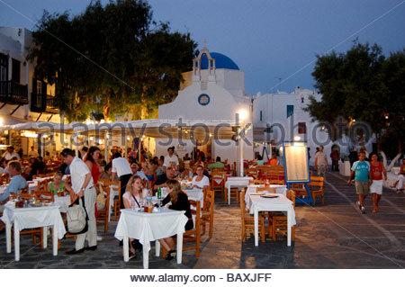 Un restaurant MYKONOS GRÈCE Photo Stock