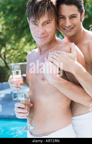 Couple Gay, exhibant leurs anneaux de mariage Photo Stock