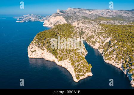 France, Provence-Alpes-Côte d'Azur, d'Azur, Bouches-du-Rhone, Cassis. Parc national des Calanques. Vue aérienne Photo Stock