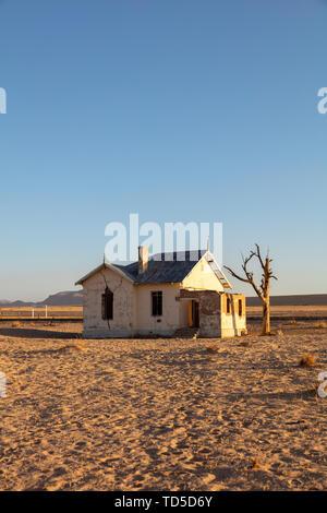 Abandonnée et gare désaffectée située à Luderitz dans la région de diamants, la Namibie, l'Afrique Photo Stock