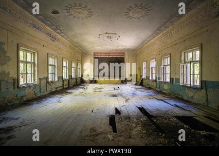 Vue intérieure d'un théâtre abandonné à Tchernobyl, en Ukraine. Photo Stock