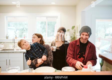 Portrait heureux, ludique family baking in kitchen Photo Stock